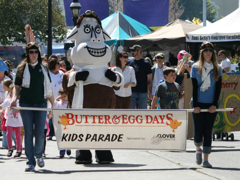 Clover donates generously to many causes, including the Butter & Eggs Day parade. (photo credit: positivelypetaluma.com)